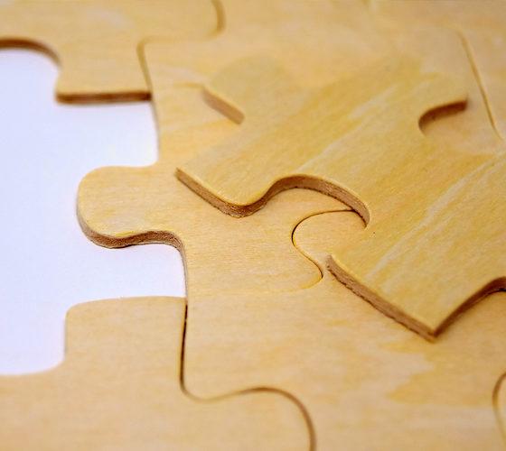 Puzzleteile aus Holz